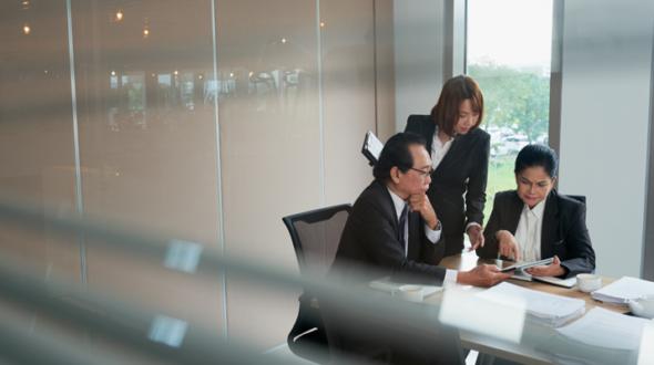 Làm thế nào để doanh nghiệp luôn được tư vấn bởi luật sư giỏi với chi phí hợp lý?